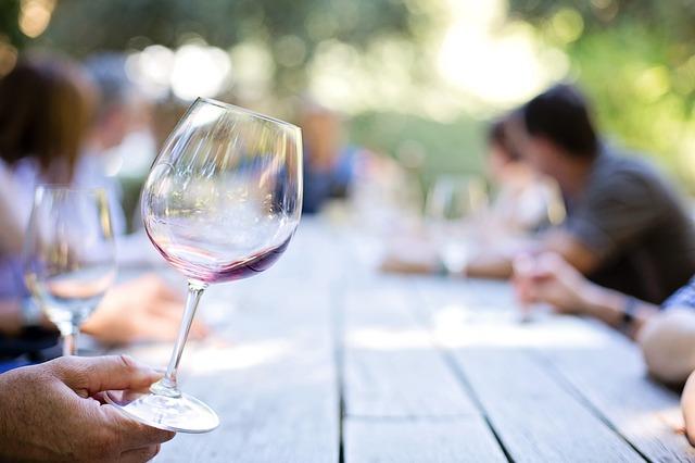 8-wineglass-553467_640